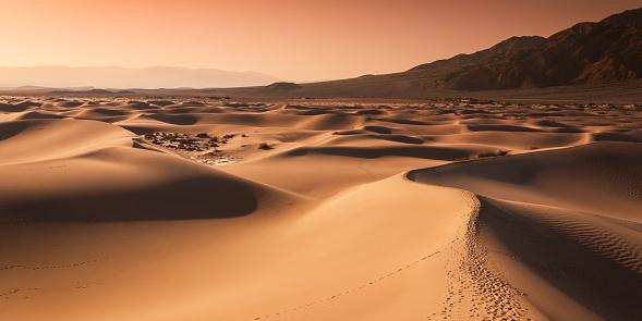 Twilight「Sand dunes in Death Valley National Park」:スマホ壁紙(12)