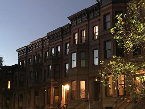 Row House「Park Slope Brownstones at dusk」:スマホ壁紙(13)