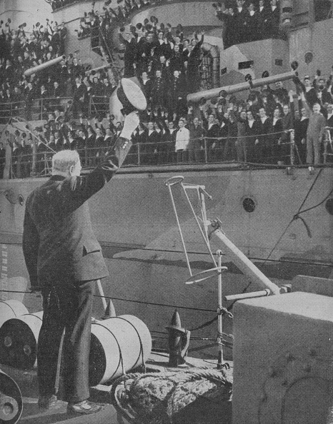 Franklin Roosevelt「Churchill Responds To The Cheers From The Crew Of Hms Prince Of Wales', 1941. Artist: Unknown.」:写真・画像(8)[壁紙.com]