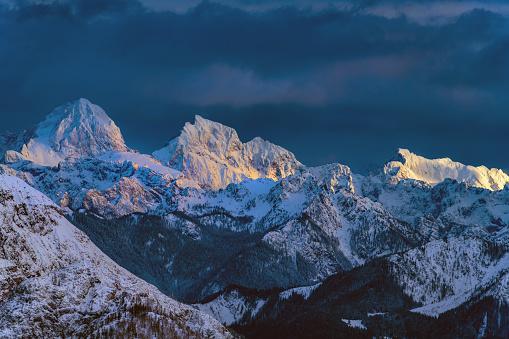 Atmospheric Mood「Jalovec and Mangart peaks above deep Trenta valley,Julian Alps, Primorska, Slovenia, Europe」:スマホ壁紙(4)