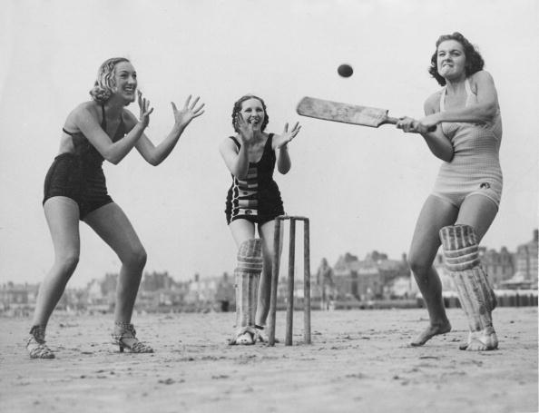 Catching「Beach Cricket」:写真・画像(11)[壁紙.com]