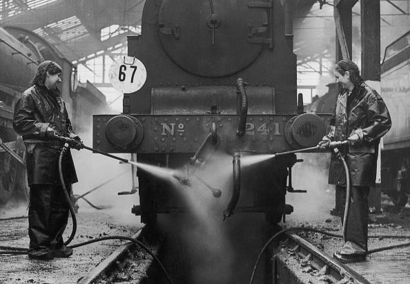 Fred Morley「Wartime Railway Workers」:写真・画像(18)[壁紙.com]
