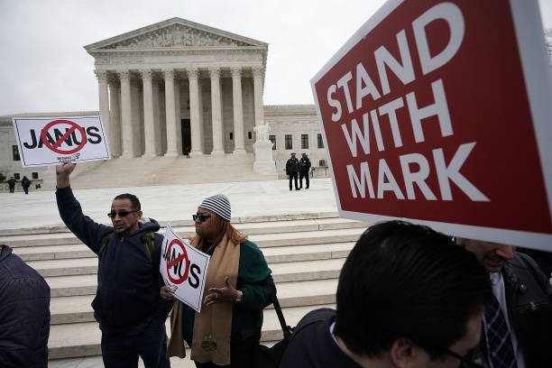 Employment And Labor「Supreme Court Hears Major Challenge To Union Membership In Janus v. AFSCME」:写真・画像(2)[壁紙.com]