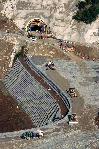 Construction Vehicle「Scrapers and bulldozers level crushed rock fill for a gabion faced stepped embankment forming the approach to a tunnel entrance on the Egnatia highway in the Pindos mountains Greece」:写真・画像(12)[壁紙.com]