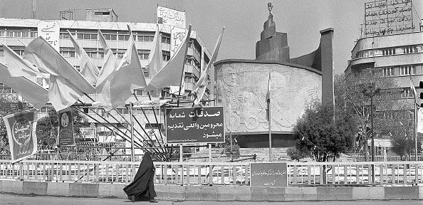 Moving Past「Tehran Monument」:写真・画像(18)[壁紙.com]