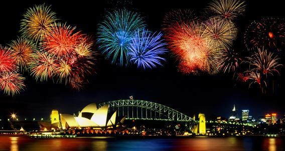 花火「Fireworks over Sydney Harbor Bridge, Australia」:スマホ壁紙(2)