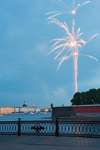 Neva River「Fireworks over river Neva and Peter and Paul fortr」:スマホ壁紙(1)