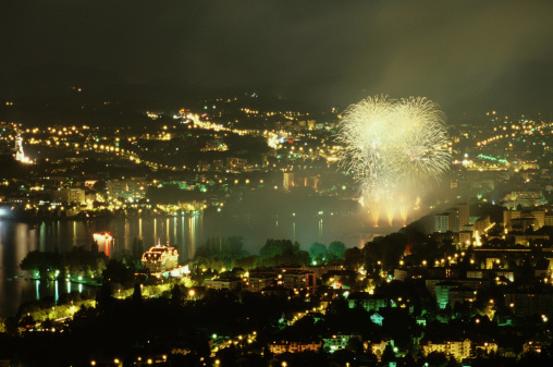 Annecy「Fireworks over Annecy at night, France」:スマホ壁紙(16)