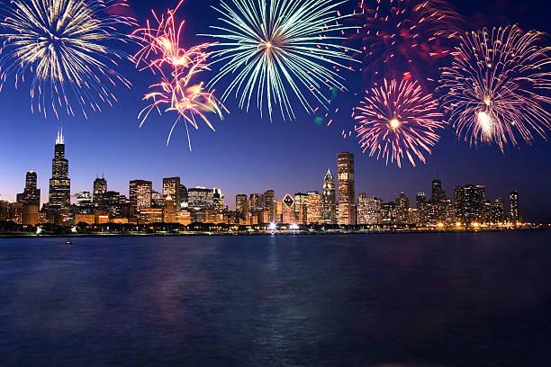 Fireworks over Chicago skyline:スマホ壁紙(壁紙.com)