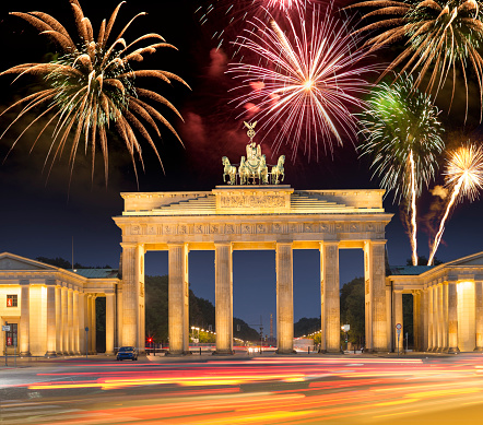 New Year「Fireworks over Brandenburger Tor in Berlin Germany for happy new year」:スマホ壁紙(6)