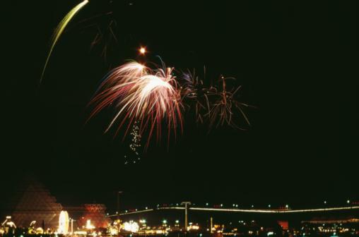 花火大会「Fireworks over Montreal, Canada」:スマホ壁紙(11)