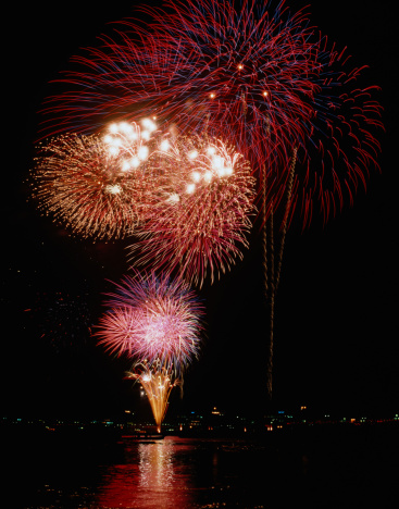 花火大会「Fireworks Over Water」:スマホ壁紙(15)