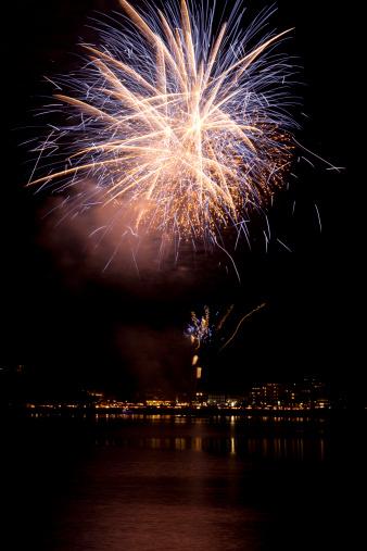 花火「Fireworks Over City」:スマホ壁紙(5)