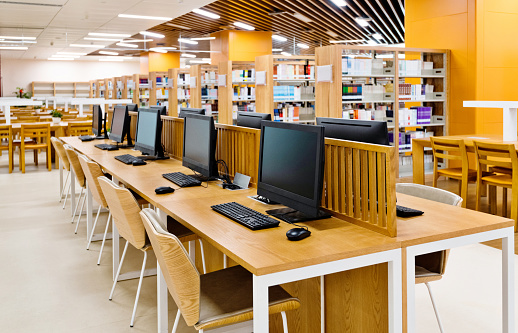 Computer Lab「Computers and bookshelves in modern library」:スマホ壁紙(13)