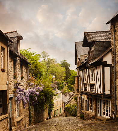 Brittany - France「Quaint French houses and cobblestone street」:スマホ壁紙(13)