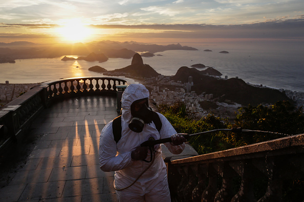 Tourism「The Military Disinfects the Christ the Redeemer Amidst the Coronavirus (COVID - 19)」:写真・画像(2)[壁紙.com]