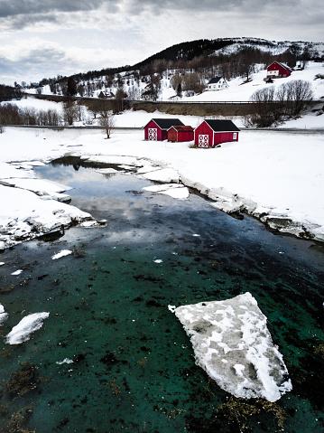 ノルウェー「ノルウェー北部のロフォーテン諸島の湾の autiful 風景」:スマホ壁紙(1)