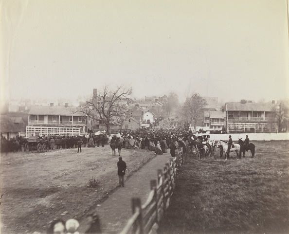Civilian「Procession Of Troops And Civilians On Way To Dedication Of Soldiers National」:写真・画像(19)[壁紙.com]
