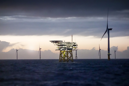 Mill「Offshore platform - substation and wind farm in sunset」:スマホ壁紙(6)