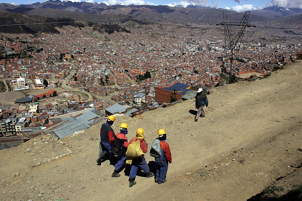 Dirt Road「Poverty A Force Behind Presidential Race in Bolivia」:写真・画像(16)[壁紙.com]
