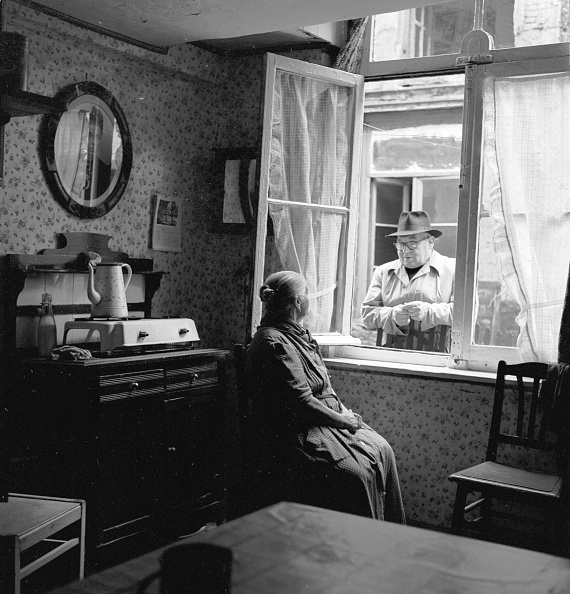 Harry Kerr「Window Conversation」:写真・画像(12)[壁紙.com]