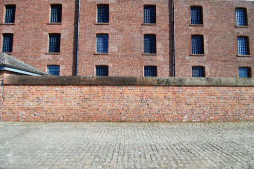 Building Exterior「Red brick wall with sidewalk at the Albert Dock, Liverpool」:スマホ壁紙(17)