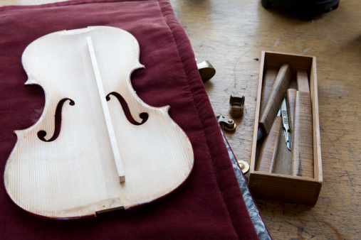 Violin Scroll「Violin makers work bench with violin on it.」:スマホ壁紙(15)