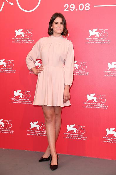 ピンク色のドレス「Charlie Says Photocall - 75th Venice Film Festival」:写真・画像(9)[壁紙.com]