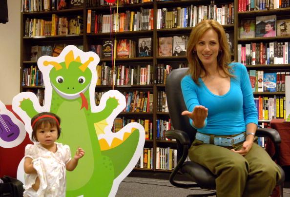 Columbus Circle「Actress Marlee Matlin Signs Baby Wordsworth DVDs at Borders」:写真・画像(9)[壁紙.com]