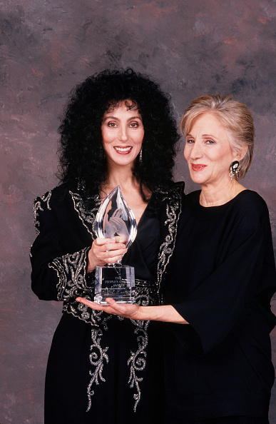 Best shot「Cher & Olympia Dukakis at the People's Choice Awards」:写真・画像(18)[壁紙.com]