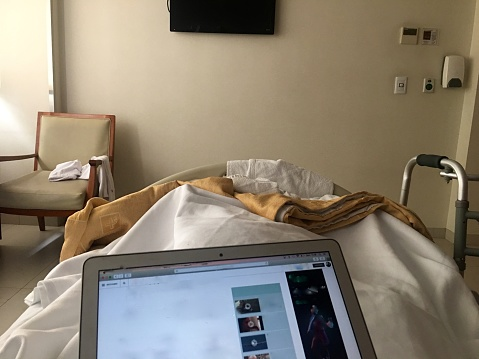 Buenos Aires「POV hospital patient reading  newspaper in bed」:スマホ壁紙(18)