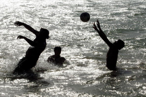 Kabul「Afghans Relax and Play In The Qarqa Reservoir」:写真・画像(18)[壁紙.com]