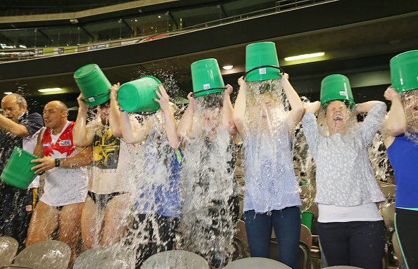 Bucket「Melbourne Attempts World Record Ice Bucket Challenge」:写真・画像(10)[壁紙.com]