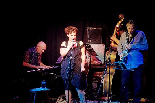 Hove「Edana Minghella Quartet, Brunswick, Hove, East Sussex, October 2015」:写真・画像(19)[壁紙.com]