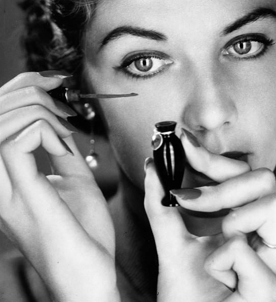 Applying「Eye Make-Up」:写真・画像(13)[壁紙.com]