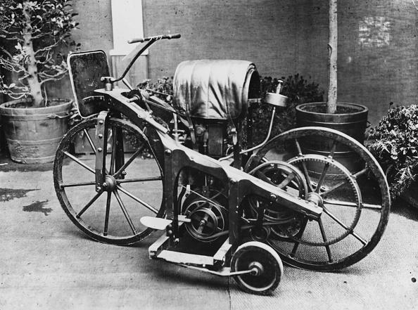 ダイムラーAG「Early Motorcycle」:写真・画像(1)[壁紙.com]