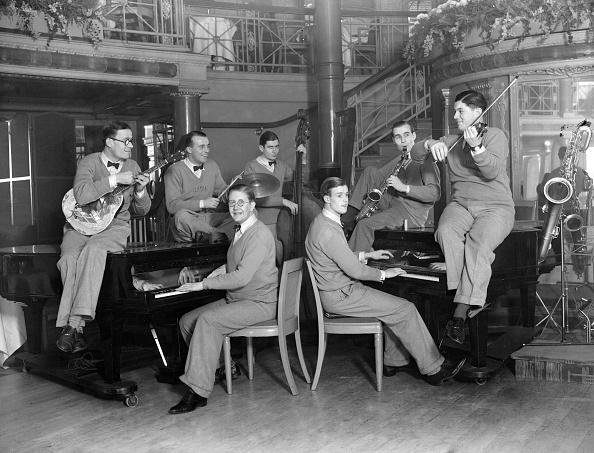 Paris - France「Night Watchman Band」:写真・画像(2)[壁紙.com]