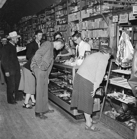 Black And White「Dakota Drugstore」:写真・画像(3)[壁紙.com]