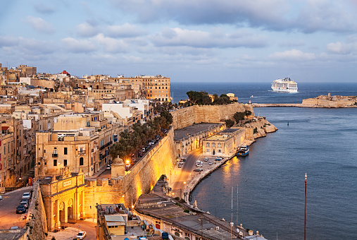 Maltese Islands「Sunset view of Valletta old town from Upper Barrakka Gardens, Malta」:スマホ壁紙(19)