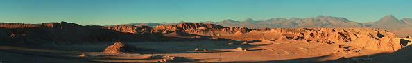 Mountain Range「Sunset view of the Valle de la Luna (Moon valley) of San Pedro de Atacama with the Llullaillaco volcano behind」:写真・画像(18)[壁紙.com]