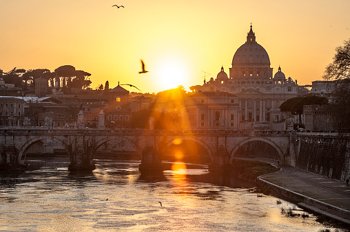Cathedral「Sunset view of Basilica St. Peter and river Tiber」:スマホ壁紙(5)