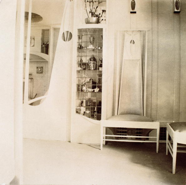 Wiener Werkstaette Style「Mackintosh-Parlour with two chaires designed by Charles Rennie Mackintosh. Furnishing designed for Fritz Waerndorfer for his flat in the 18th district of Vienna, Karl Ludwig-street 45. Vienna. Photograph. 1902/03.」:写真・画像(16)[壁紙.com]