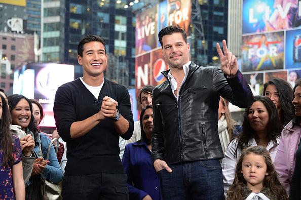 Mario Lopez「'Extra' host Mario Lopez Interviews Ricky Martin」:写真・画像(9)[壁紙.com]