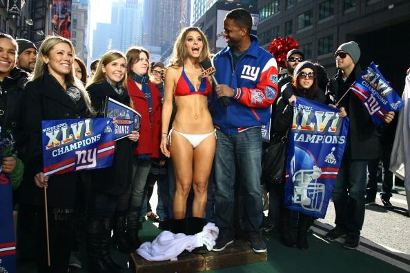 "New England Patriots「""Extra"" Host Maria Menounos Makes Good On Super Bowl Bet Bares All in a New York Giants Bikini」:写真・画像(6)[壁紙.com]"