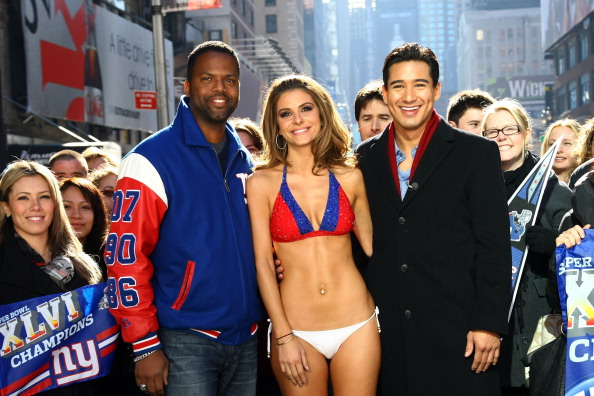 Mario Lopez「'Extra' Host Maria Menounos Makes Good On Super Bowl Bet Bares All in a New York Giants Bikini」:写真・画像(12)[壁紙.com]