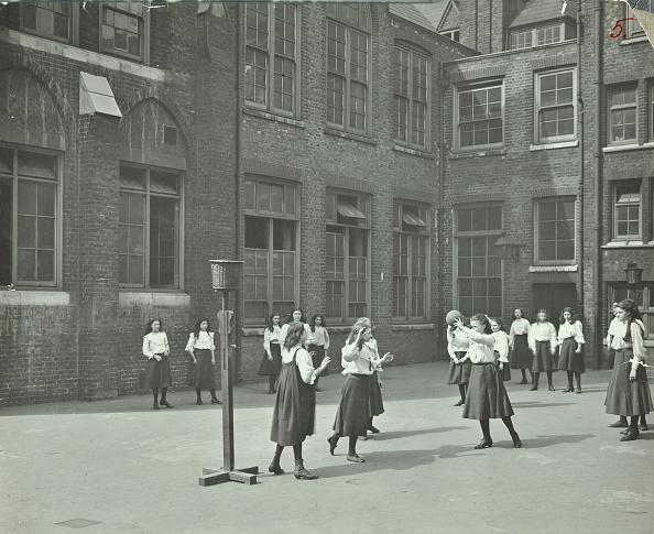 バスケットボール「Girls Playing Netball In The Playground, William Street Girls School, London, 1908. Artist: Unknown.」:写真・画像(6)[壁紙.com]