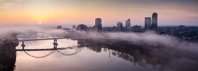 Arkansas River「Foggy Winter Sunrise in Downtown Little Rock - Aerial Panorama」:スマホ壁紙(17)