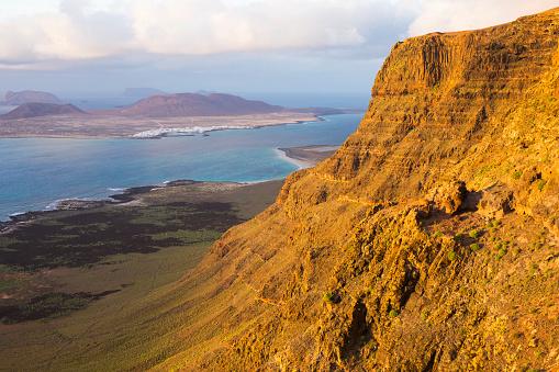 La Graciosa - Canary Islands「View to La Graciosa from the Mirador de Guinate, sunset, Guinate, Lanzarote, Canary Islands, Spain」:スマホ壁紙(8)
