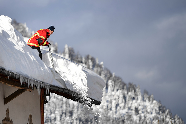 Garmisch-Partenkirchen「Austria And Southern Germany Inundated With More Snow」:写真・画像(5)[壁紙.com]