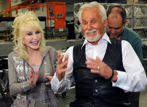 Singer「Kenny Rogers: The First 50 Years Show - Backstage」:写真・画像(1)[壁紙.com]